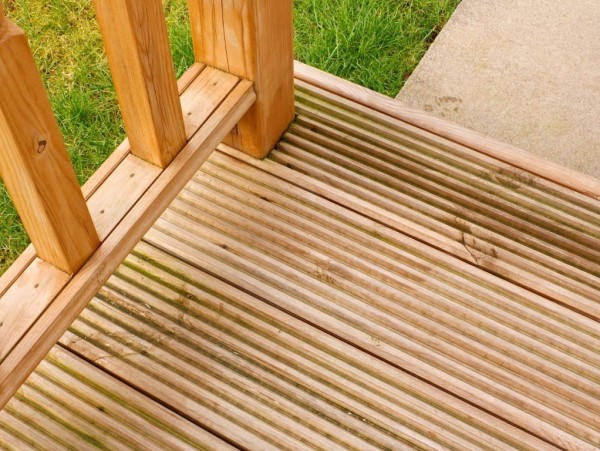 Pressure cleaning timber decks